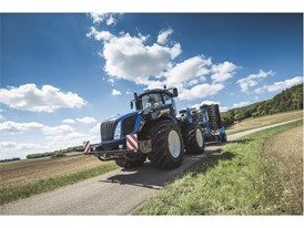 New Holland T9 Auto Command road transport