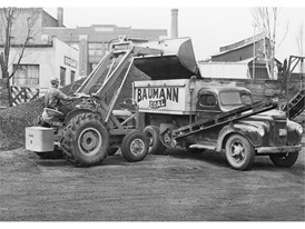 1957年,凯斯收购美国拖拉机公司,并制造出世界上第一台整体式挖掘装载机