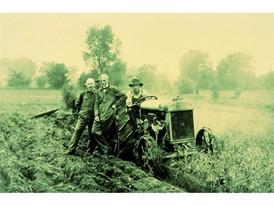 1917年,Ford开发出世界上首台量产拖拉机