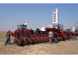 Case IH demonstrates new 2000 Series Early Riser® 2000 Series Early Riser® planter