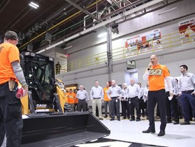 Carl Gustaf Gorranson addresses staff at the Wichita plant