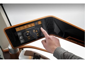 The interactive colour touchscreen on the armrest enables control of all key machine parameters