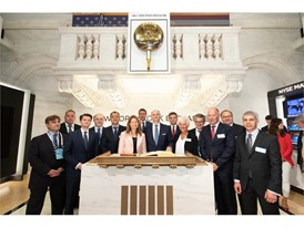 Chairperson, Lady Suzanne Heywood, CEO Hubertus Mühlhäuser with Board and GEC Members in front of the Opening Bell insid