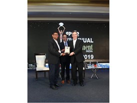Puneet Vidyarthi, Brand Leader CASE India (left), receiving award from Stephen A Jones, Dodge Data and Analytics (right)
