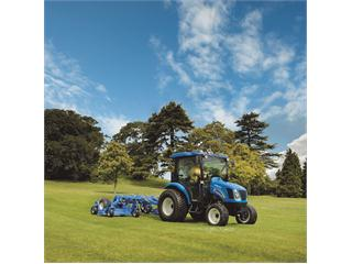 New Holland delivers Boomer 3040 tractor to Paisley hospital