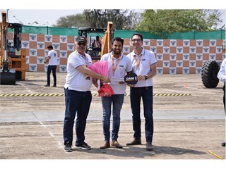 CASE delivers its 5,000th Vibratory Tandem Compactor in India