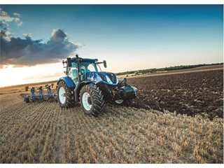 New Holland dealer T H WHITE showcases latest tractors, balers and forage harvesters at Grassland UK