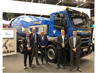 На выставке Intermat Paris компания Transport Jacky Perrenot подписала соглашение на поставку 6 автомобилей Stralis X-WAY NP: одного тягача мощностью 460 л.с. и пяти 400-сильных грузовиков 8x2x6 с жесткой рамой и электрическим бетоносмесителем CIFA для транспортировки бетона VICAT в Лионе и Гренобле