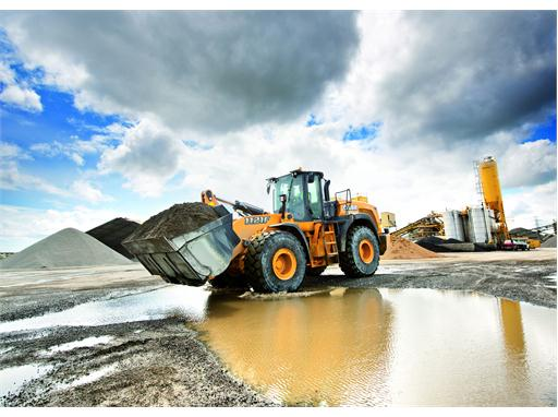 Eco- and Operator-friendly Wheel Loaders at Intermat 2015 1