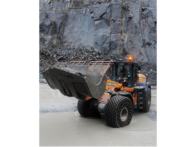 Burlington Stone increases its fleet of heavy duty Case machines