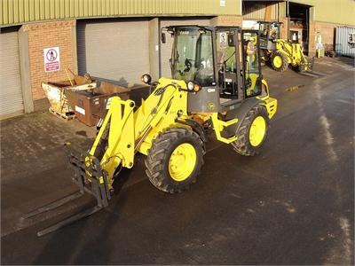Roger Bullivant choose Case Compact Wheel loaders