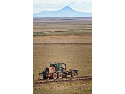 CASE 885B AWD Motor Grader Proves Its Meddle in Big Sky Country