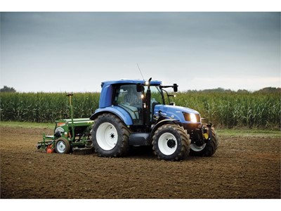New Holland Celebrates 10 Years as Clean Energy Leader®, Unveils Third-Generation Alternative Fuels Tractor