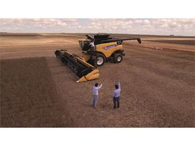 Комбайн New Holland Agriculture CR8.90 установил новый мировой рекорд по уборке сои