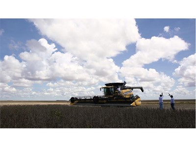 New Holland Agriculture Achieves World Record Title for Most Soybeans Harvested within Eight Hours with the CR8.90 Series Combine