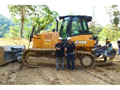 CASE Construction Equipment gives hands-on training about crawler dozers in South East Asia