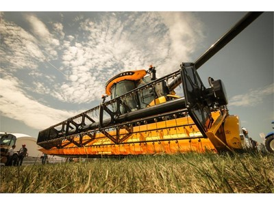 New Holland Agriculture showcases new CX6.90 combine harvester at the Golden Niva exhibition 2018