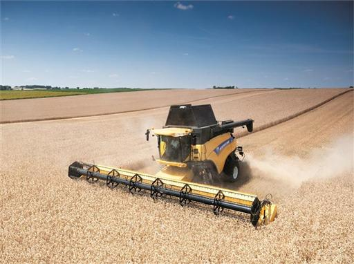 Varifeed™ 41-foot grain header in wheat