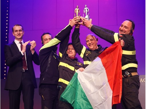 Marc Diening, CEO of Magirus (far left), with the Firefighting Team of the Year 2016