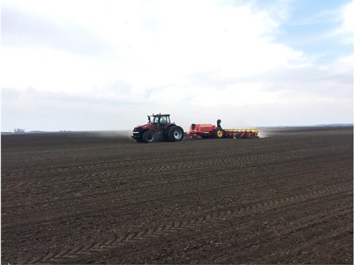 Case IH Magnum 380 CVX  with the Väderstad Tempo L16 planter to cover 502.05ha/24hrs. A new maize planting world record