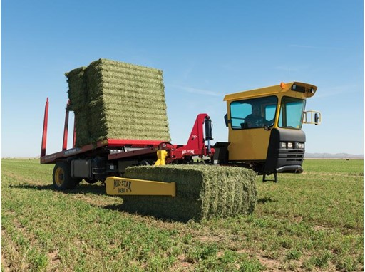 New Holland Tier 4B Stackcruiser® Self-Propelled Bale Wagons