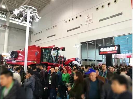 凯斯品牌及其联合收割机在2016中国农机行业年度评选中斩获大奖