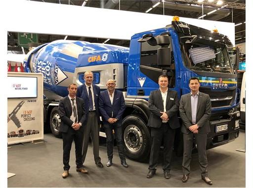 На выставке Intermat Paris компания Transport Jacky Perrenot подписала соглашение на поставку 6 автомобилей Stralis