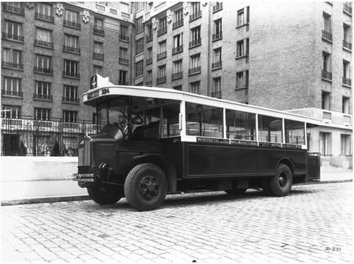 В 1906 году Renault выпускает свой первый автобус