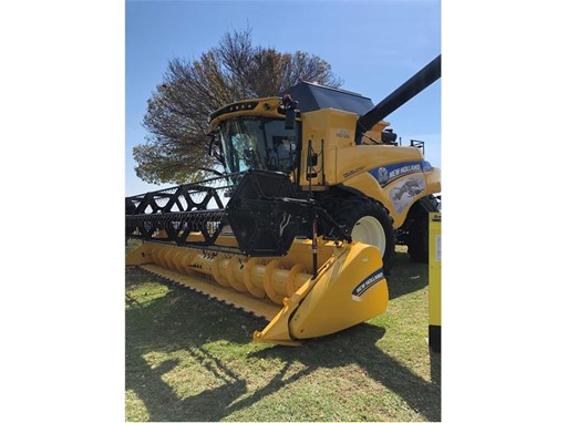 New Holland CR7.90 combine for the first time in South Africa