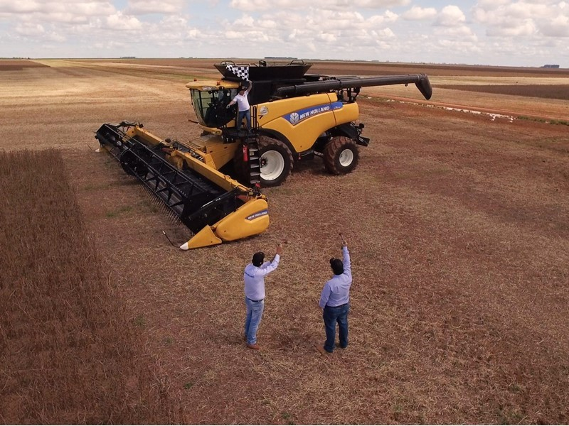 CNH Industrial Newsroom : New Holland Agriculture sets new world record