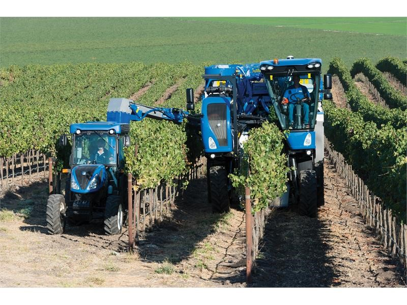 cnh industrial newsroom new holland agriculture launches new braud 9000 series grape harvesters. Black Bedroom Furniture Sets. Home Design Ideas