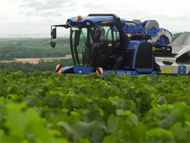 CNH INDUSTRIAL BEHIND THE WHEEL - NEW HOLLAND GRAPE HARVESTER