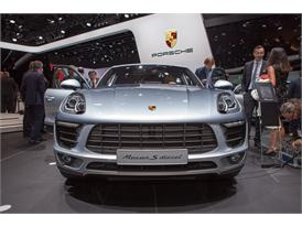 Continental at IAA 2015 Porsche Macan D 1 01