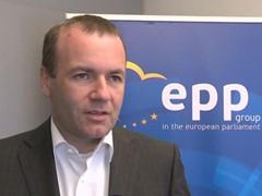 EVP-Fraktionschef Manfred Weber wirft dem linken Flügel sowie den liberalen Parteien im Europäischen Parlaments vor, das Anti-Terror-Gesetz (PNR) zu verzögern.