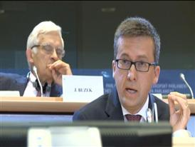 Moedas praises growth and jobs in Europe through research and innovation.