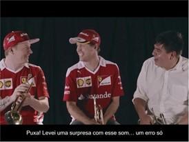 Vettel e Räikkönen tocando trompete!