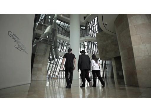 Ben Pridmore entra al Museo / Ben Pridmore entering Guggenheim Bilbao