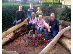 GLS stiftet Klettergerüst für Grundschule