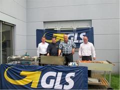 GLS-Mitarbeiter grillen mit der Lebenshilfe