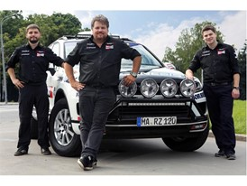 Rainer Zietlow, his driving team and their Touareg