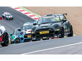 MINI Challenge Racing at Brands Hatch