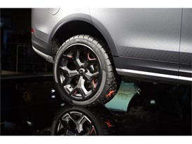 Goodyear concept tire on Land Rover Discovery SVX (5)
