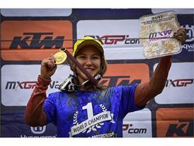 Dunlop guida Kiara Fontanesi alla vittoria del suo 5° titolo mondiale nel Motocross femminile