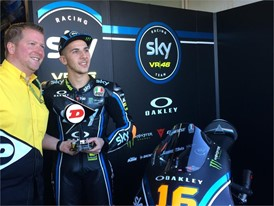 Xavier Fraipont, Managing Director Dunlop Motorcycle & Motorsport, presents the #ForeverForward trophy to Andrea Migno