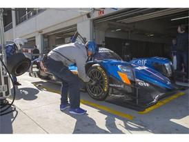 Pit lane tyre change during the Dunlop test at Aragon