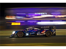 Signatech Alpine Matmut during the night at Le Mans 24 Hours 2017