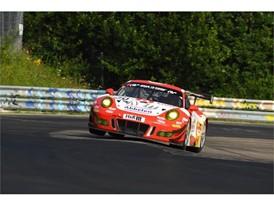 Porsche #30 in VLN4
