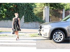 Průzkum Zebra: čeští řidiči dávají přednost chodcům častěji než slovenští, výjimku tvoří řidičky z Prahy