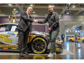 Dietmar Busch (L) of VLN and Alexander Kuehn (R) from Dunlop agree the 3 year TCR contract