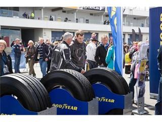 Vzrušení a zábava při závodech tahačů Czech Truck Prix na závodních pneumatikách Goodyear